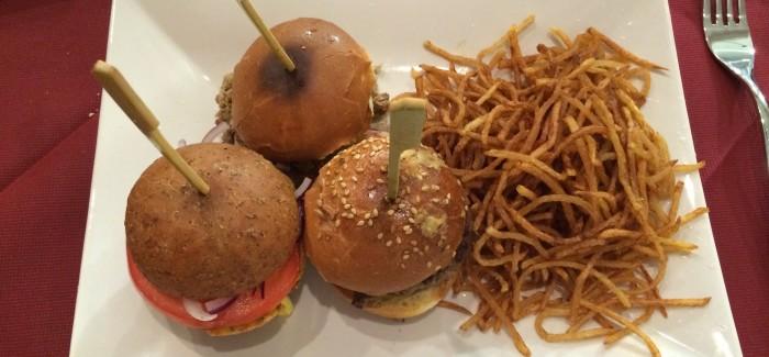 Mangiamolo strano: hamburger di cassoeula o di ossobuco?