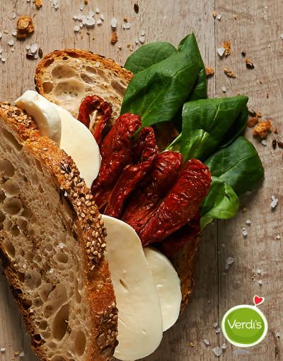 pane ai cereali con scarola scamorza e pomodori secchi