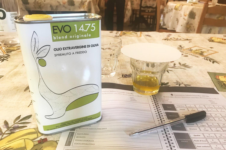 Olio EVO Piacentino 14.75 assaggio